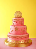 Vergoldete Hochzeitstorte Stockfotografie
