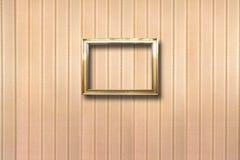 Vergoldete Holzrahmen für Bilder auf Hintergrund Lizenzfreie Stockfotos