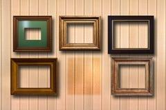 Vergoldete Holzrahmen für Bilder auf Hintergrund Stockbild