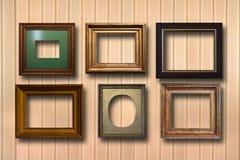 Vergoldete Holzrahmen für Bilder auf Hintergrund Stockfotografie
