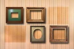 Vergoldete Holzrahmen für Bilder auf Hintergrund Lizenzfreies Stockfoto