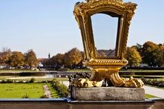 Vergoldete Laterne in Nymphenburg-Park Stockfotografie