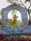 Vergoldete Statue des österreichischen Komponisten Johann Strauss im stadtpark Stockfoto