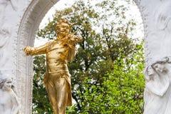 Vergoldetes statueJohann Strauss in Stadtpark, Wien Lizenzfreie Stockfotos