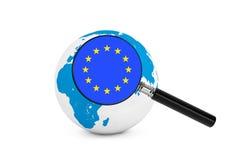 Vergrößerte Flagge von Europa mit Erdkugel Lizenzfreies Stockfoto