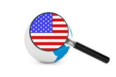 Vergrößerte Flagge von USA mit Erdkugel Stockbild
