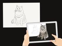 Vergrößerte Wirklichkeit Ein wirkliches Bild einer Katze auf einem Bild auf Papier Hände, die eine Tablette anhalten Haupthaustie lizenzfreies stockfoto