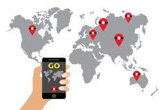 Vergrößerte Wirklichkeits-flache Vektor-Illustration Smartphone-Spiel Hand, die Handy mit on-line-Spiel hält Geolocation und Trav Stockfotografie