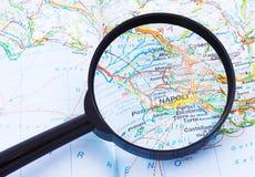 Vergrößerungsglas über Napoli, Italien-Karte Lizenzfreies Stockbild