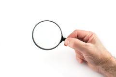 Vergrößerungsglas in der Hand prüfen oder überprüfen Stockfotos