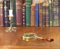 Vergrößerungsglas und Kerzenständer Lizenzfreies Stockbild