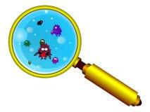 Vergrößerungsglas und lustige Mikroben Lizenzfreie Stockfotos
