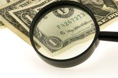 Vergrößerungsglas und US-Dollar Stockfoto