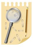 Vergrößerungsglaslupe auf einem Blatt des Notizblockes Stockfoto