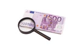 Vergrootglas op 500 Euro Royalty-vrije Stock Fotografie