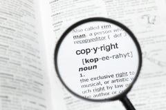 Vergrootglas over de definitie van `-auteursrecht stock foto