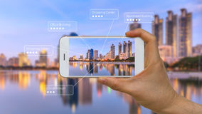 Vergrote Werkelijkheid of AR App op het Slimme Apparatenscherm stock afbeelding