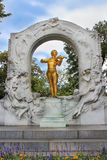 Verguld bronsmonument van Johann Strauss in Stadtpark in Wenen Stock Afbeelding