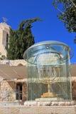 Vergulde menorah in Jeruzalem Stock Foto's