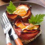 Verhätscheltes Ei mit Speck Lizenzfreies Stockfoto