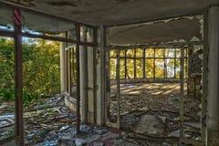 Verheerend, zerstört dem Hotelkorridor Lizenzfreies Stockbild