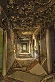 Verheerend, zerstört dem Hotelkorridor Stockfotos