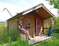 Verheiratetes Paar über ein ländliches Bad Lizenzfreie Stockfotos