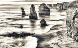 Verhevenheid van Twaalf Apostelenrotsen bij zonsopgang - Grote Ocrean Royalty-vrije Stock Foto's