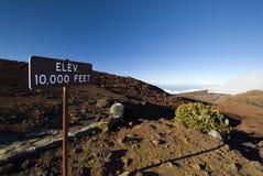 Verhoging 10.000 voet-teken in het Nationale Park van Haleakala, Maui, Hawaï Stock Foto