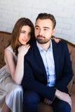 Verhouding en liefdeconcept - portret van jonge mooie staatsgreep royalty-vrije stock afbeelding