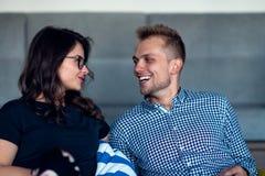 Verhouding, liefde Mooi paar samen Het genieten van de van vrije tijd royalty-vrije stock foto's