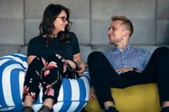 Verhouding, liefde Mooi paar samen Het genieten van de van vrije tijd stock afbeelding