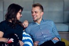 Verhouding, liefde Mooi paar samen Het genieten van de van vrije tijd royalty-vrije stock afbeelding