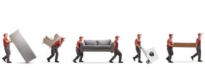 Verhuizers die meubilair en appliences dragen royalty-vrije stock afbeelding