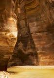 Vericalbeeld van Wadi Mujib-toevlucht dat dicht bij Dode Overzees wordt gevestigd, royalty-vrije stock afbeelding