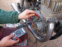 Verific o motor 2 eletrônicos foto de stock