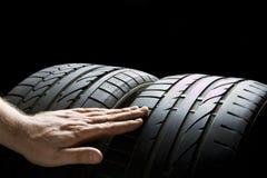 Verific pneus imagens de stock royalty free