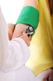 Verific a pressão sanguínea Imagens de Stock