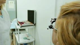 Verificação da visão no oftalmologista vídeos de arquivo