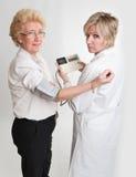 Verificação de pressão sanguínea Fotos de Stock