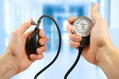 Verificação de pressão sanguínea Imagem de Stock Royalty Free