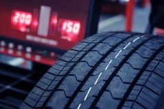 Verificação do pneu fotos de stock