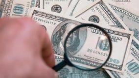 Verificación de la autenticidad de las cuentas HD 1920x1080 del ciento-dólar finanzas Fondo almacen de video