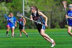 Verificación del lacrosse de la juventud de las muchachas Fotos de archivo libres de regalías