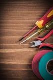 Verificador bonde isolado da fita da isolação das pinças do turnscrew elét. Imagem de Stock Royalty Free