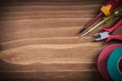 Verificador bonde isolado e da fita da isolação das pinças das chaves de fenda Imagem de Stock Royalty Free