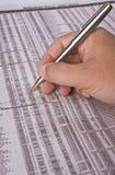 Verificando o investimento imagens de stock royalty free