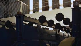 Verificando o transperency do vidro na fabricação filme