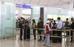 verificação do passaporte no aeroporto Fotografia de Stock