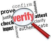 Verifique lupa de la palabra certifique pruebe que el control examina Imágenes de archivo libres de regalías
